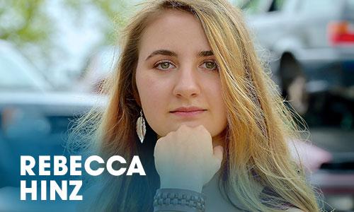 Der Schauspielerin Rebecca Hinz begann ihre Karriere als Schauspielerin mit einer Ausbildung im Artrium.