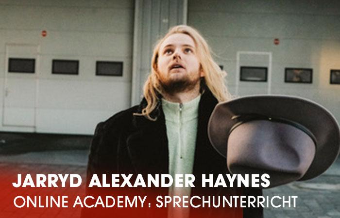 Der Dozent Jarryd Alexander Haynes lehrt an der Artrium Schauspielschule Hamburg das Fach Sprechunterricht